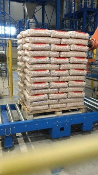 Virgin Full Pallet (65 x 15kg Bags) Wood Pellets Image